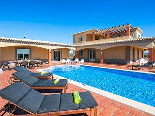 4 bedroom Villa in Alcantarilha, Faro, Portugal : ref 5666533