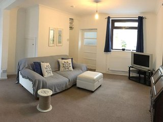 Cosy and Comfortable Holiday Home in Llanelli. Families and dogs welcome.
