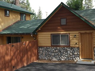 ~Hidden Hillcrest Gem~Custom Mountain Chalet~Close To All Activities~