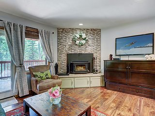 FAMILY FRIENDLY TOWNHOME IN A LOVELY SETTING-CLOSE TO SLOPES AND MAIN STREET