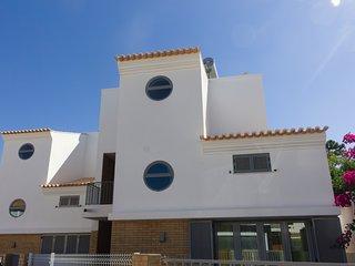 Villa de vacance 3 Chambres et 6 couchages max. à proximité de Mer à Praia Verde