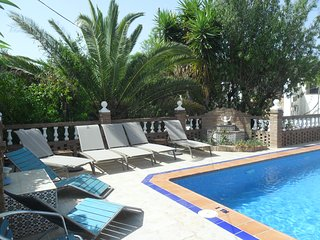 FANTASTIC LOCATION WITH PRIVATE POOL - SLEEPS 7