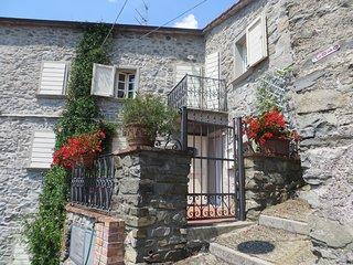 Casa in un borgo medieval -nord toscana-