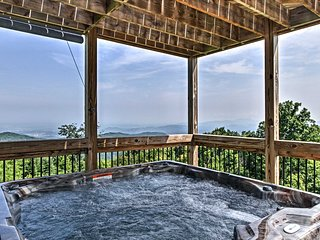'Haus of the Rising Sun' Gatlinburg Cabin w/Sauna!