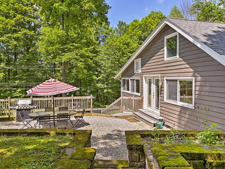 Berkshires Home w/Kayak - Walk to Stockbridge Bowl