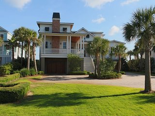 Lady Poseidon on Isle of Palms~OCEAN FRONT, Private Pool, Elevator