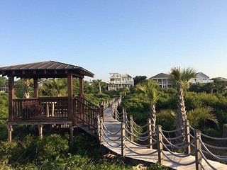 Palm Breeze on Isle of Palms | OCEANFRONT home with Private POOL & SPA !