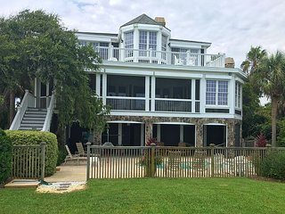 Avonlea on Isle of Palms | Oceanfront / Private Pool | Screened in Porch