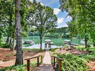Lake Keowee Lakehouse with private dock-sleeps 14! Only 12 miles from Clemson!