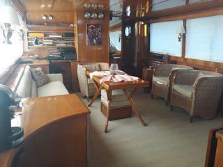 M/S WHITE LADY CLASSIC MOTORYACHT CHARTER