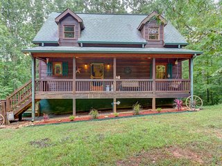 NEW LISTING! Cozy cabin in the woods w/ decks, access to a shared pool & tennis