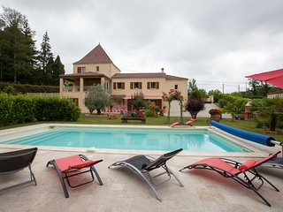 A sarlat location 6/8 pers avec piscine chauffee