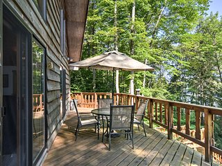 NEW! Lakefront Munising Cabin-30 Min to Superior!