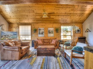 Inviting Truckee Lodge with HOA Access