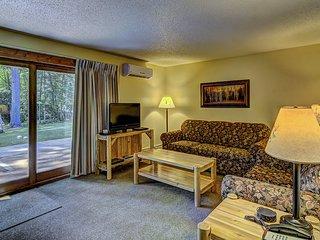 Lake Forest Resort - Distinctive lakeside condos
