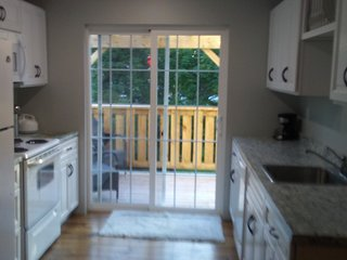 Upper level apartment/Sleeps 4/Deck off kitchen