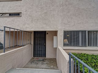Central to Everything San Diego! 2 bd, 2 ba Condo
