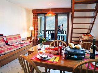 Rustic + Cozy Mountain Apartment   Lake Genos Views!