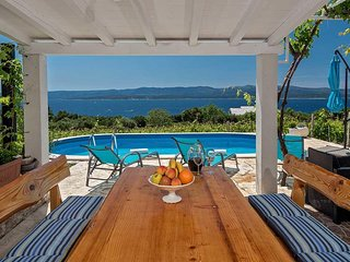 Bol Holiday Home Sleeps 5 with Pool Air Con and WiFi - 5471109