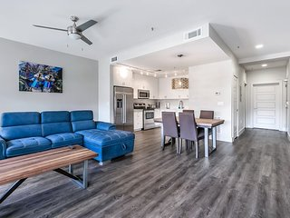 Urban luxury 1bd condo steps from French Quarter