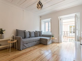 Principe Real Bright apartment in Bairro Alto with WiFi & balcony.