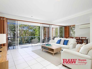 Apt 4 'Trieste on Sunshine' 33 Elanda Street