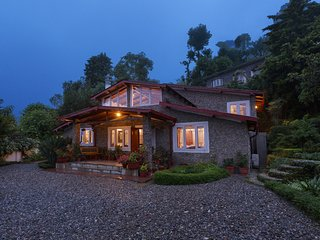 Lenny's Den - 3BR Vacation Home in Nainital Hills w/ Porch, Gardens & Home-Cook