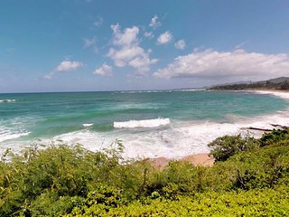 Waterfront condo for two with breathtaking beach views, lanai, and shared pool