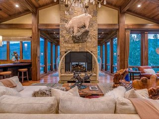 Gorgeous estate with private pool, hot tub, home theater - ski-in/ski-out