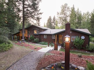 NEW LISTING! Dog-friendly cabin w/private hot tub & beautiful views of forest