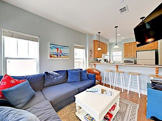 Breezy 2BR - Only 300 Yards to Beach! Near Wine Tasting Rooms