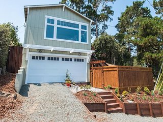Walk to Moonstone Beach! Stylish 2BR w/ Treetop Views & Multi-Level Deck