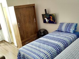Studio 33 Unbeatable Location, King Bed, Wi-Fi, TV