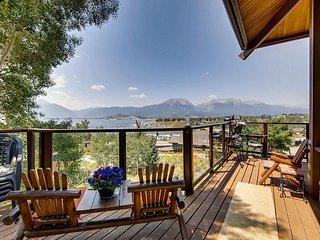 6BR Lodge w/ Breathtaking Mountain & Lake Views, Multi-Level Outdoor Living