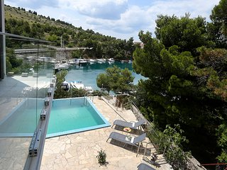WATERFRONT VILLA WITH POOL FOR RENT, SIBENIK AREA