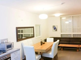 Luxury apt. heart of Bat-Yam 3 min walk to the beach.