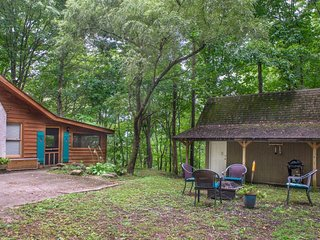 NEW LISTING! Secluded cabin in the woods w/ private hot tub & outdoor fire pit