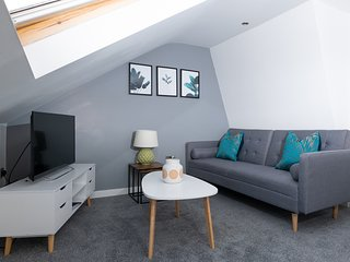 MyUKSuites - Attic floor 2 bedroom flat s