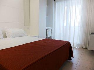 Salvo Marina Apartment Sleeps 4 with Pool Air Con and Free WiFi - 5055030