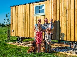 Suffolk Farm Stay in a Traditional Shepherds Hut - Hut No. #3