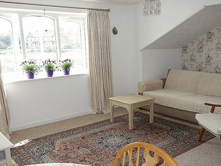 15 Oriel Drive, Glastonbury town centre, 2 bedrooms, spectacular view of the Tor