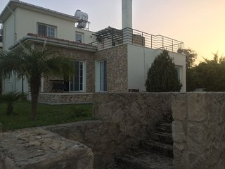 Kyrenia Villa: Central and Quiet
