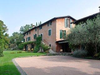 Cortelline-Castello Villa Sleeps 10 with Pool and WiFi - 5218297