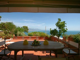 Monte Marcello-Zanego Apartment Sleeps 6 with Pool and WiFi - 5218228