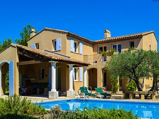 Sauveterre - Beautiful Provencal Villa Overlooking a Golf Course