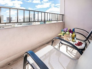 Beautiful Royal Kuhio Condo, Full Kitchen, Free Parking and Tons of Amenities