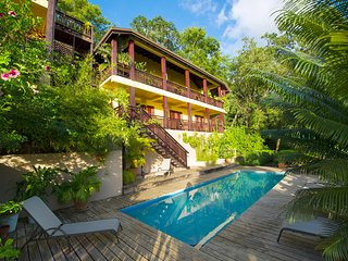 VILLA POMME D'AMOUR  1st Level of Main House a 3 minute walk to a secluded cove