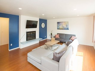 GREAT LOCATION ★ 3 bd 2 ba Seattle Apt ★ Sleeps 8!