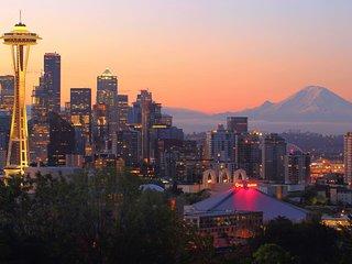 Crockett Rocket ★ Sleeps 12 ★ Heart of Seattle