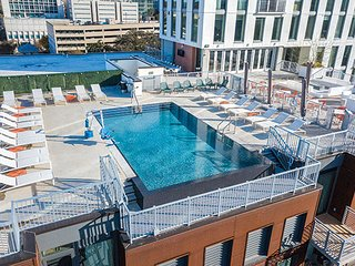 Downtown Trendy Condo w/Rooftop Pool, Fire Pit, and Gorgeous Sunsets